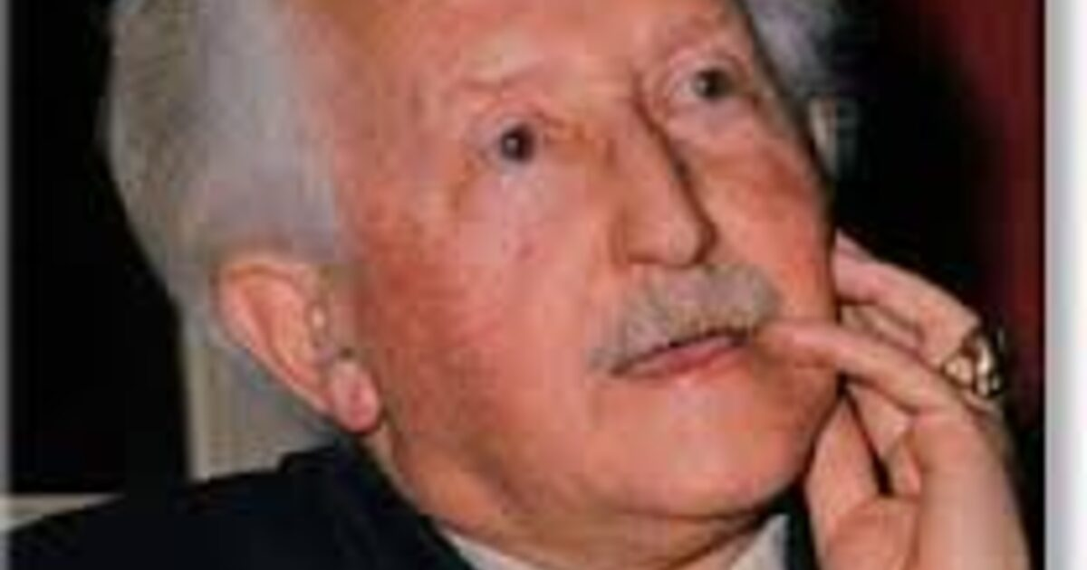 a biography of the american developmental psychologist erik erikson 1902 1994 Developmental psychologist erik h erikson ( 1902-1994) was best known for his theory on social development of human beings, and for coining the phrase identity crisis the theory describes eight stages through which a healthily developing human should pass from infancy to late adulthood.